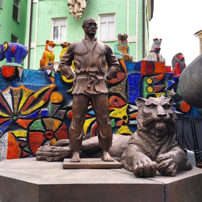 putin-statue